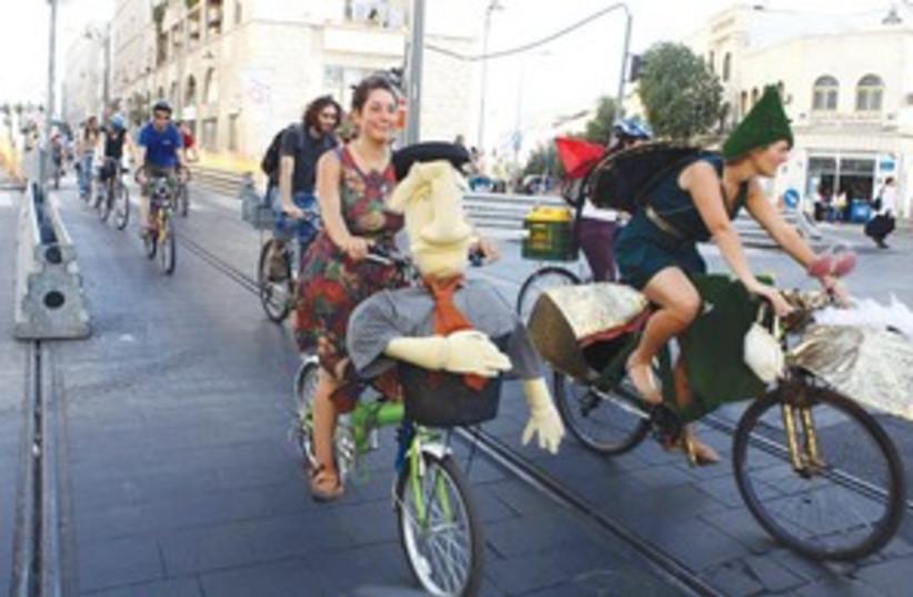 cyclists in Jerusalem (photo credit: Abir Sultan)