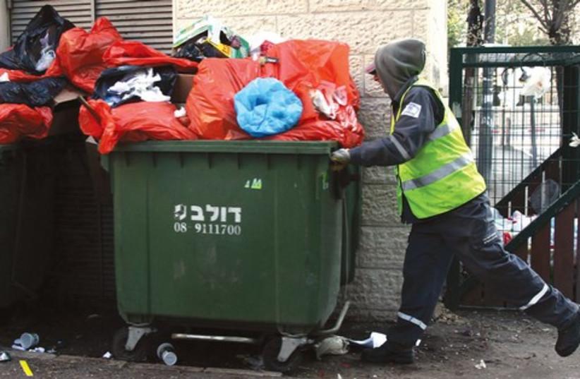 Garbage men 521 (photo credit: Marc Israel Sellem)