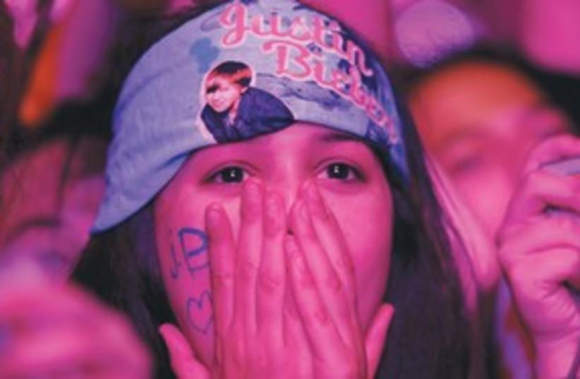 Justin Bieber fan at concert pink 311 (R) (photo credit: Reuters)