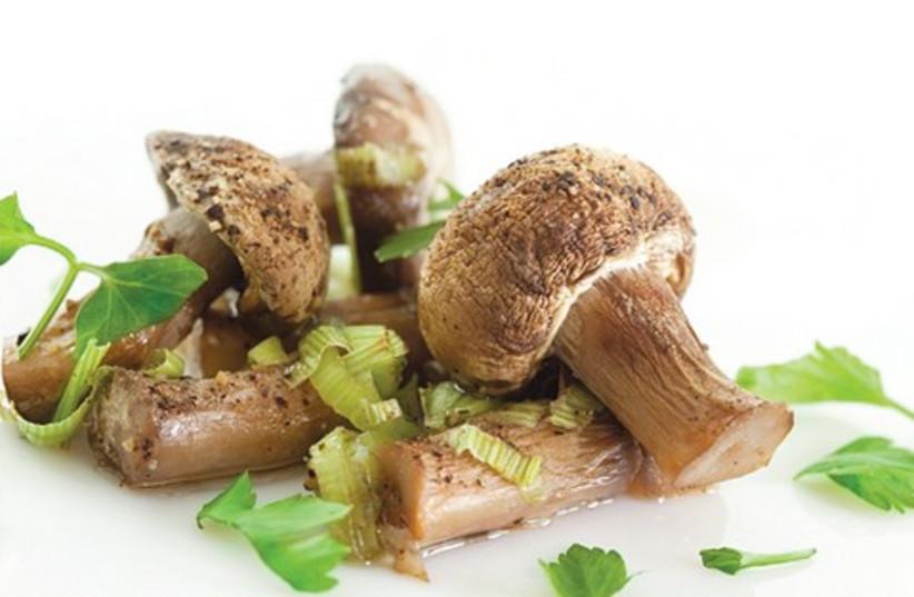 leeks with mushrooms_521 (photo credit: Courtesy)
