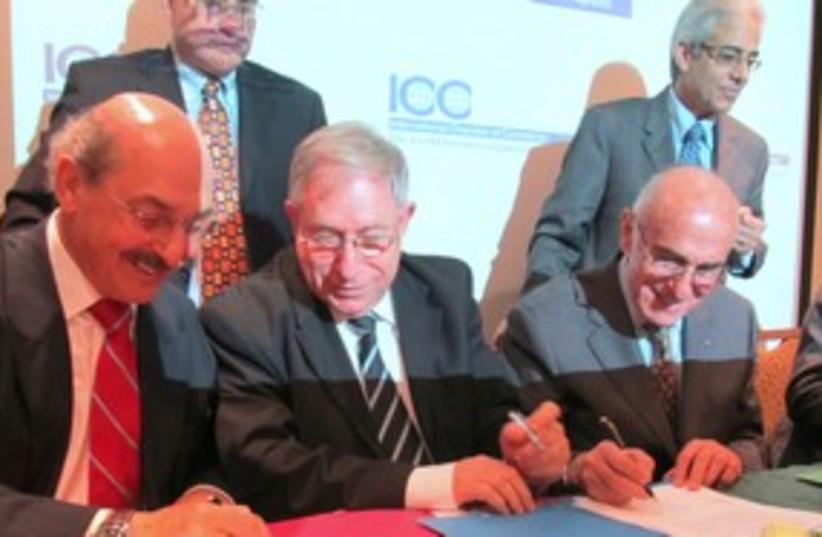 Israel and Palestine Chambers of Commerce heads 311 (photo credit: MELANIE LIDMAN)