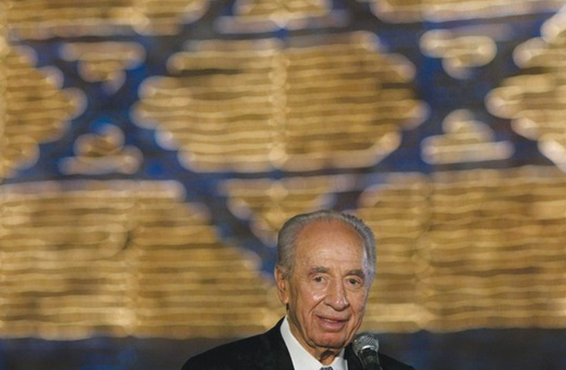 Peres with flag 521 (do not publish again) (photo credit: Flash 90)