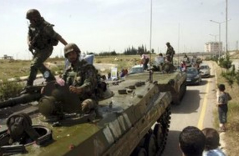 Syrian soldiers leaving Deraa 311 (R) (photo credit: REUTERS)