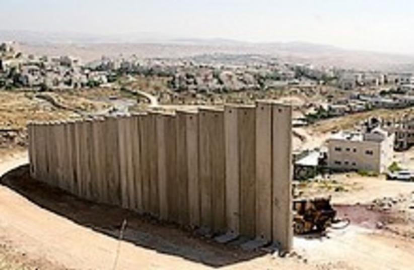 security fence 224.88 (photo credit: Ariel Jerozolimski)