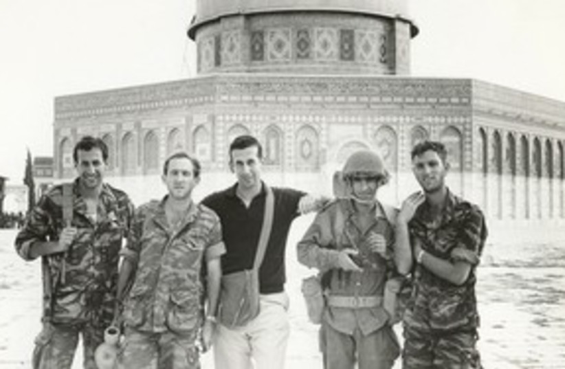 rabinovich and paratroopers six day war (photo credit: Courtesy)