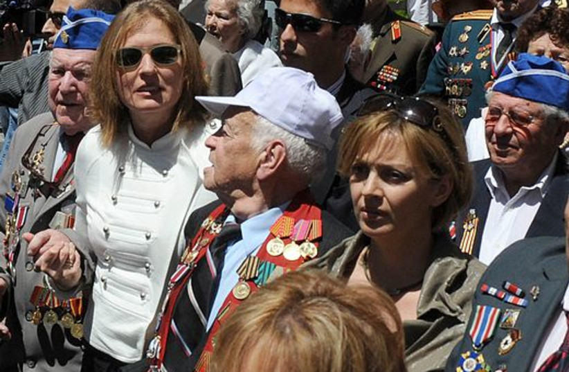 Tzipi Livni marches with World War II veterans