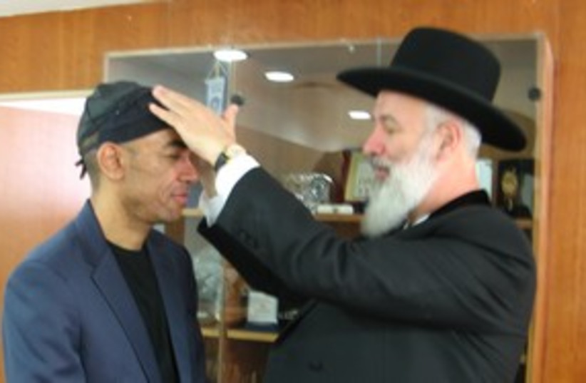 Mark Obama Ndesandjo with Rabbi Metzger 311 (photo credit: Chris Levin)