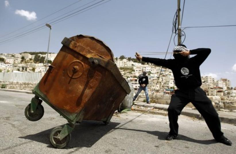 Arab using a slingshot in e. J'lem's Silwan