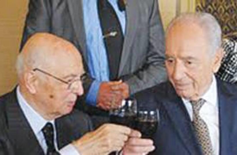 Peres with Italian President Giorgio Napolitano 311 (photo credit: Mark Neiman/GPO)