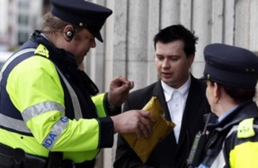 Irish police_311 (photo credit: REUTERS)