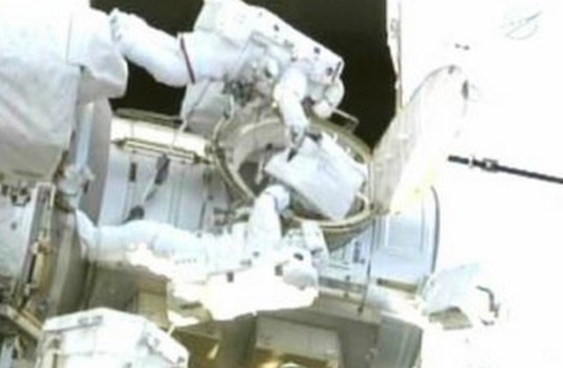 Endeavour astronaut at the Int'l space station.