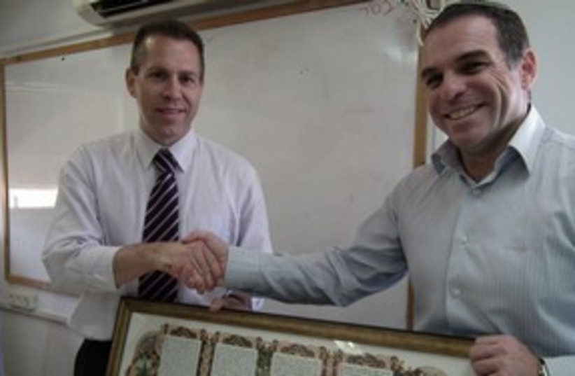 Efrat Mayor Oded Revivi with Minister Gilad Erdan 311 (photo credit: Zvika Klein)