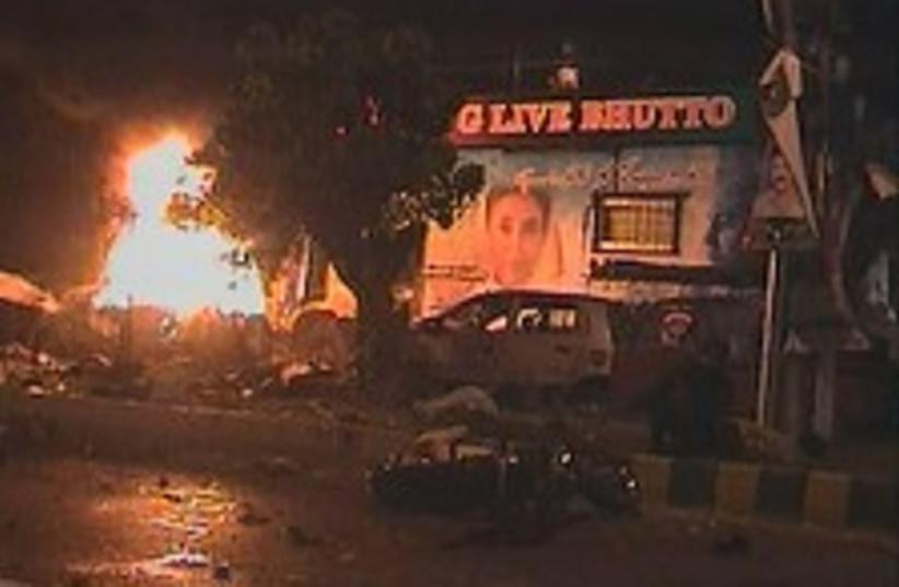 Bhutto Blast 224.88 (photo credit: AP / AAJ TV)
