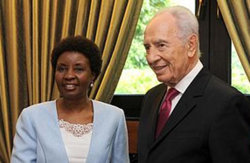 Peres and Migiro 4311 (photo credit: Mark Neiman/GPO)