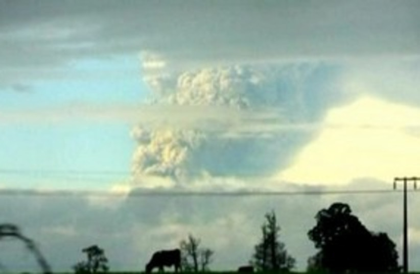 Chile volcano cloud 311 (R) (photo credit: Reuters)