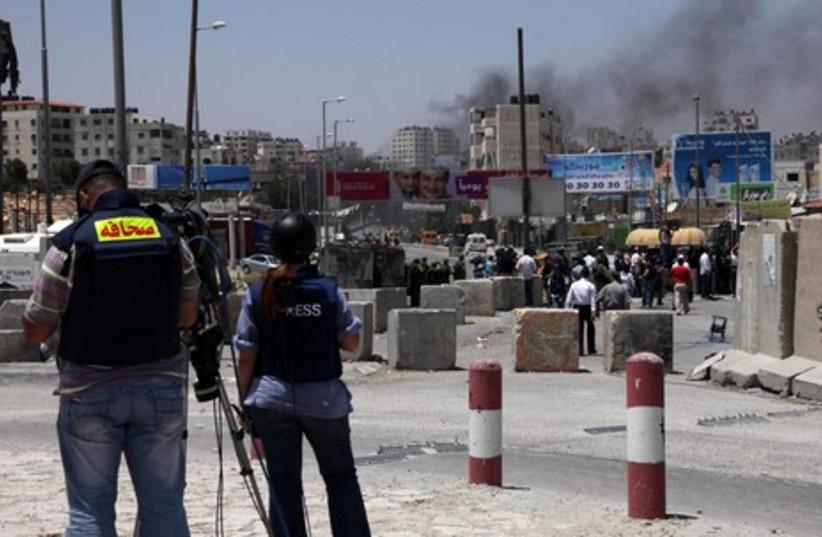 Naksa day protests at Kalandia crossing