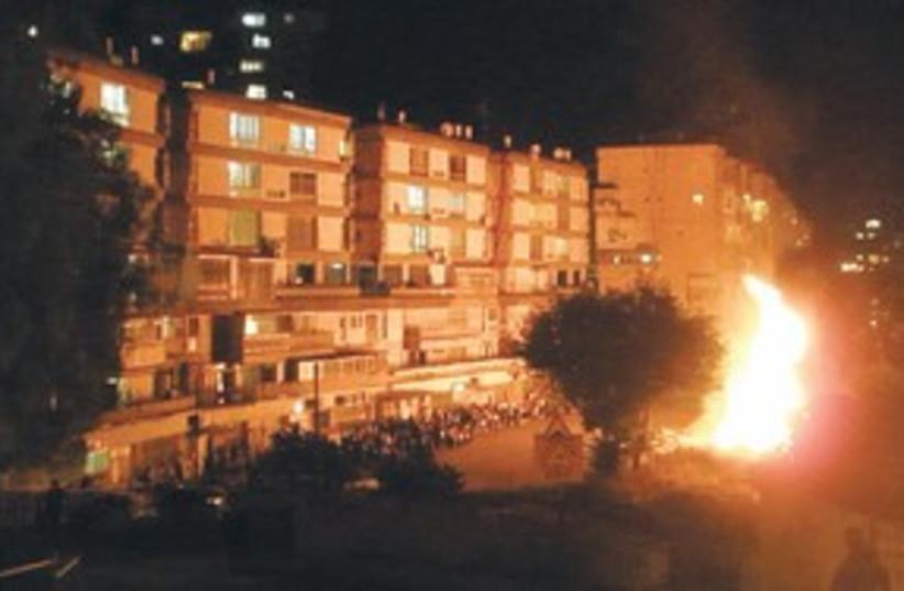 fire in haredi neighborhood_311 (photo credit: Asaf Abras)