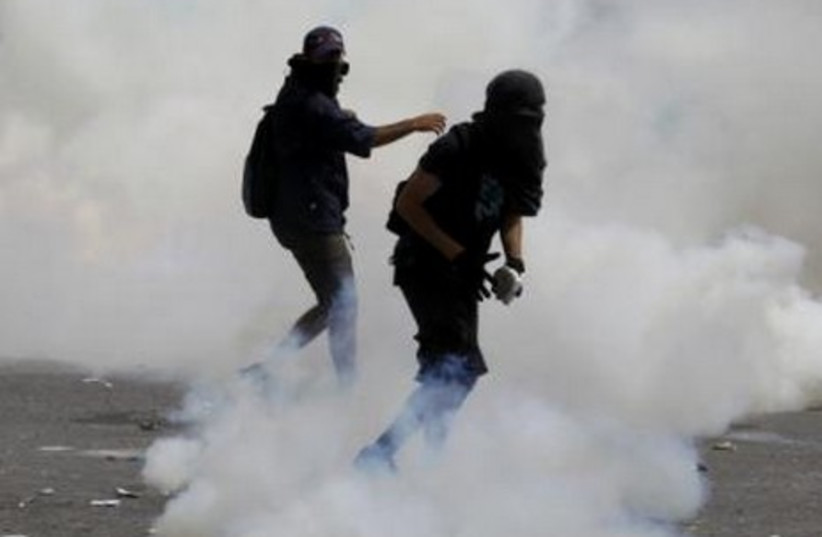 Greek protesters clash with cops in Athens