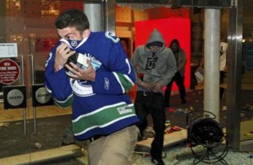 Vancouver Canucks fans loot merchandise.