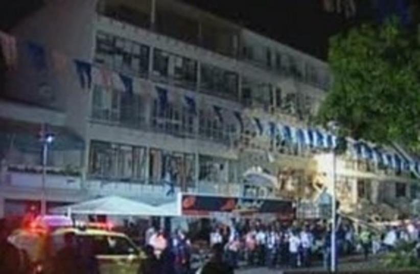 Netanya explosion 311 (photo credit: Channel 10)