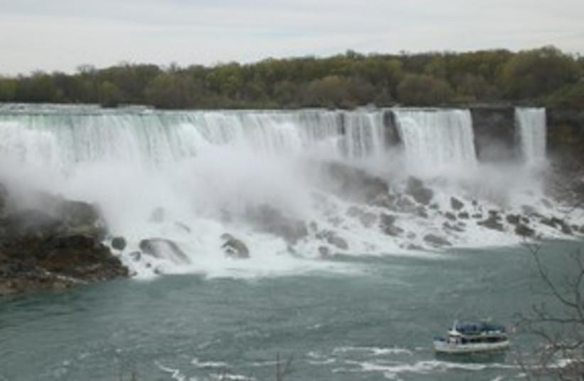 Niagra falls_311 (photo credit: Susie Weirss)