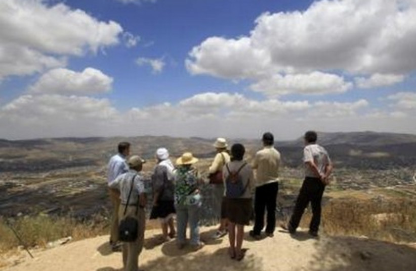 Foreign tourists on trip to W. Bank settlements