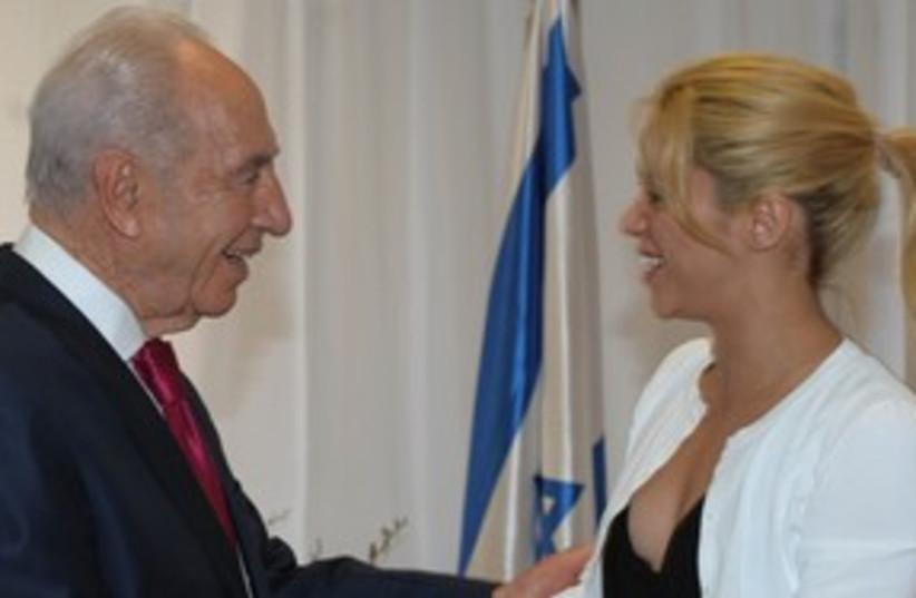 Shakira and Peres_311 (photo credit: GPO)