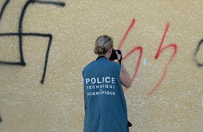 French policewoman photographs swastika 521 (photo credit: REUTERS)