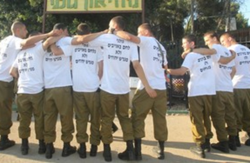 Golani soldiers wearing settlement shirts 311 (photo credit: Courtesy: Miri Tzahi, Council of Shomron Settlers)
