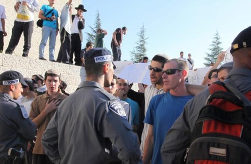 Jerusalem protests against arrest of Rabbi  Lior