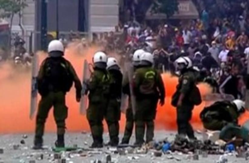 Greek riots 311 R (photo credit: REUTERS)