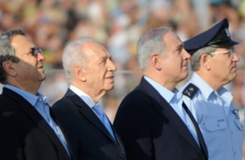 Peres, Netanyahu at IAF ceremony 311 (photo credit: IDF Spokesperson)