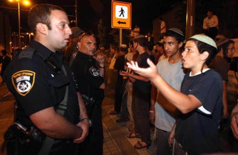 Activists protest in support of Rabbi Lior