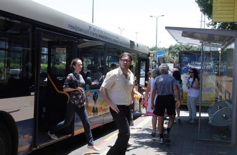 Tel Aviv bus 521 (photo credit: Marc Israel Sellem)