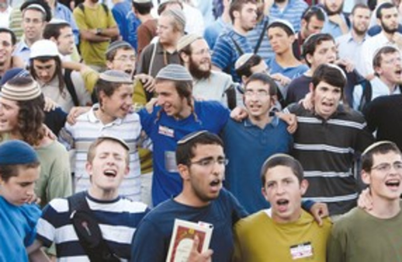 Religious students 311 (photo credit: Ronen Zvulun/Reuters)