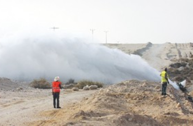 Nahal Zin oil spill 311 (photo credit: Tzachi Olineek)