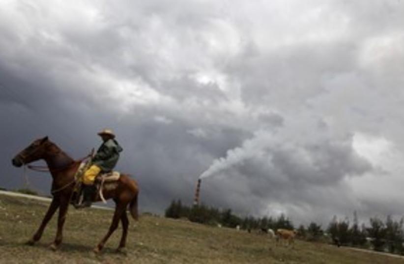 carbon pollution 311 R (photo credit: REUTERS)