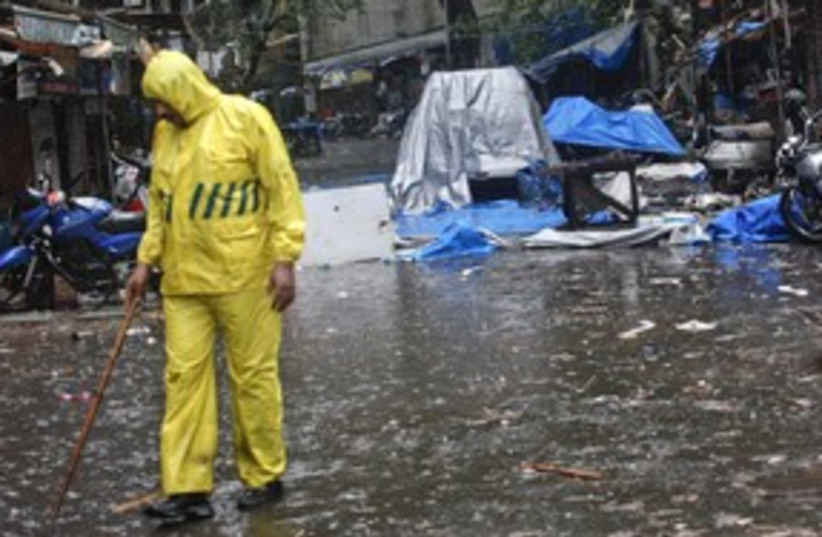 rain Mumbai India police blast_311 (photo credit: REUTERS)
