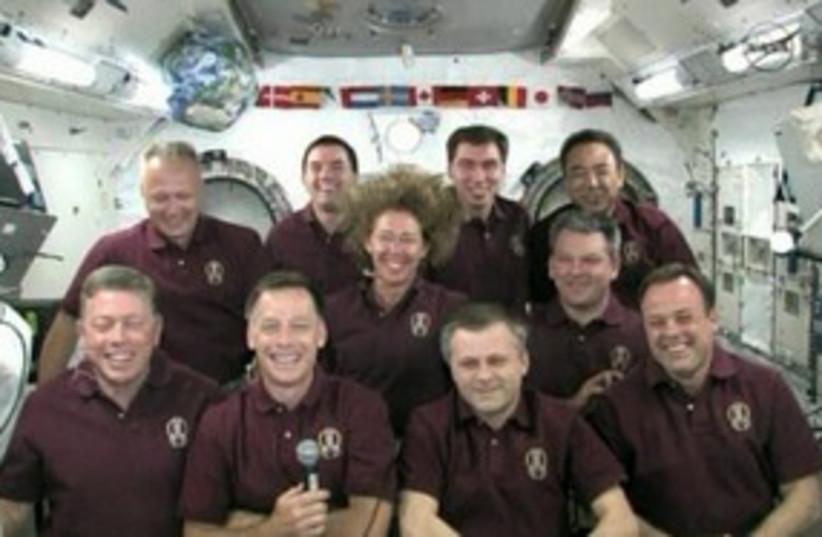 obama phones astronauts_311 (photo credit: REUTERS)