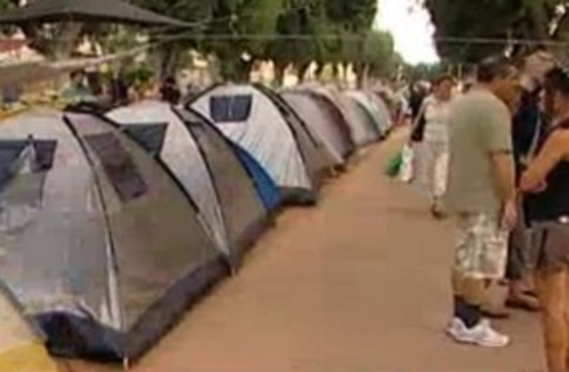 Tel Aviv housing prices tent protest 311  (photo credit: Channel 10)