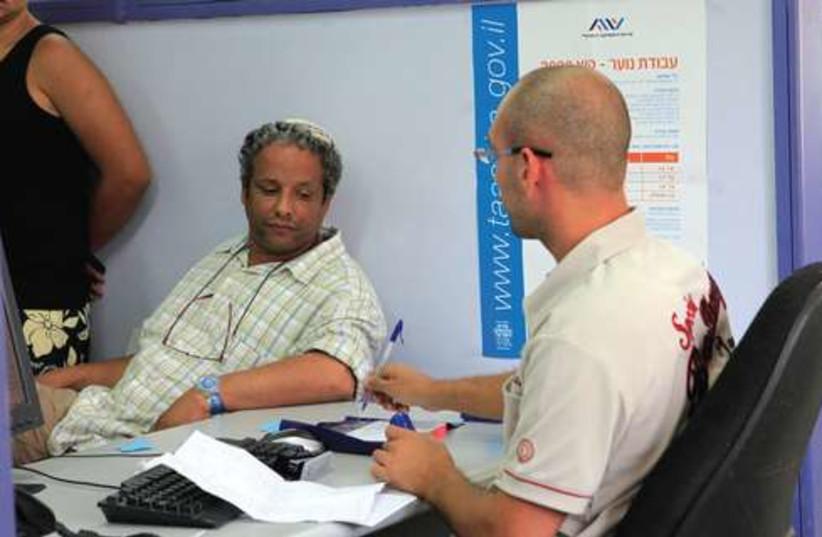 Unemployed resident visits the employment office (photo credit: Tsafrir Abayov/FLASH 90)