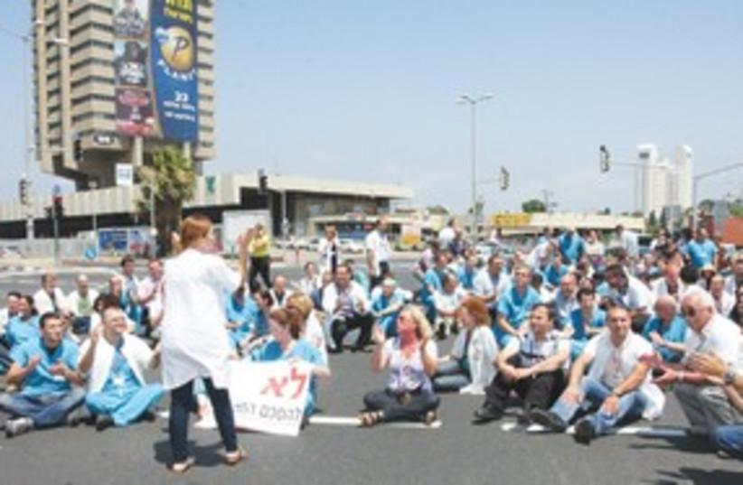 doctor strike haifa_311 (photo credit: Piotr Fliter/Ramban Medical Center)