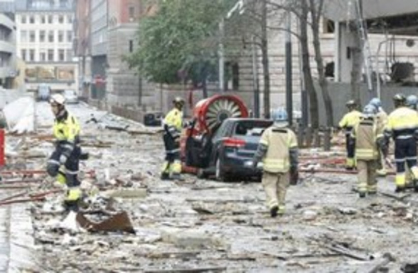 Rescue workers at site of Oslo bombing 311 (R) (photo credit: REUTERS/Berit Roald)