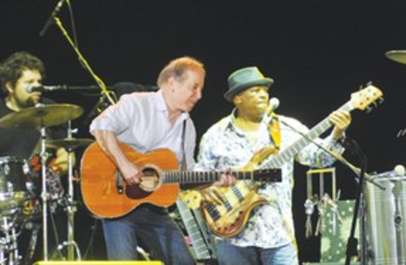 Paul Simon concert 311 (photo credit: Yossi Tzevker)