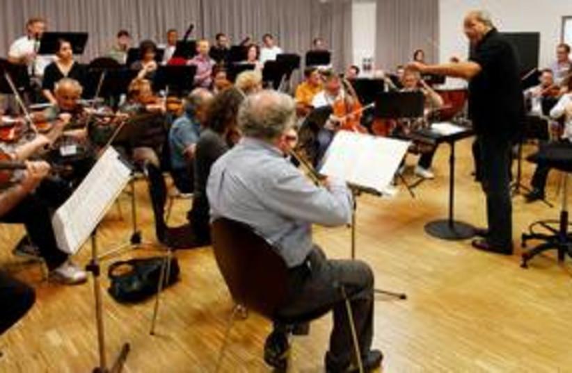 Roberto Paternostro conducts Israel Chamber Orchestra 311 R (photo credit: REUTERS/Michael Dalder)