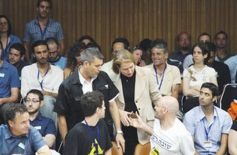 Livni meets students in Knesset 311 (photo credit: Marc Israel Sellem/The Jerusalem Post)