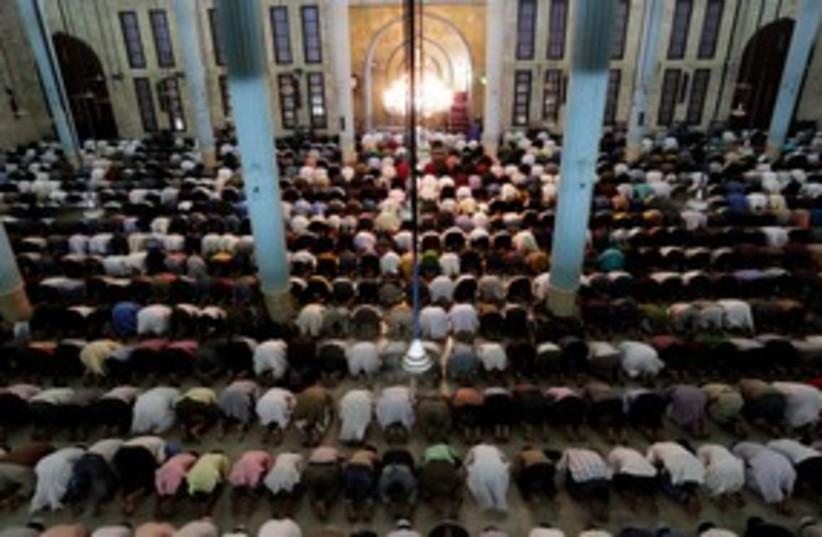 Muslims pray in mosque 311 (R) (photo credit: REUTERS/Andrew Biraj)
