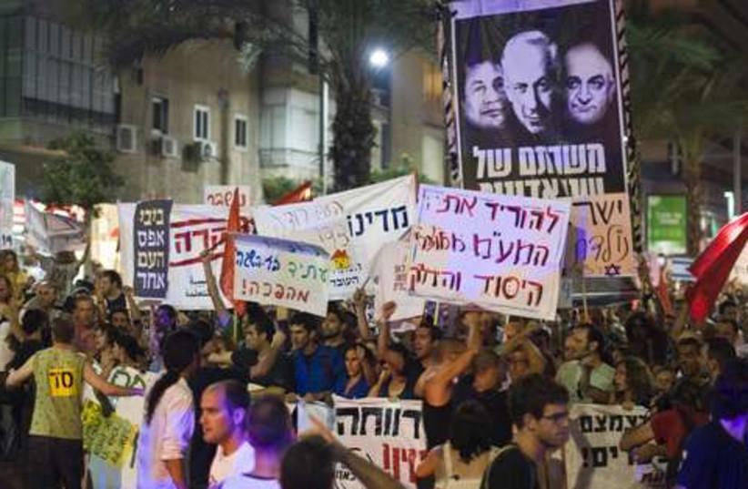 Tel Aviv protests 521 (photo credit: REUTERS/Amir Cohen)