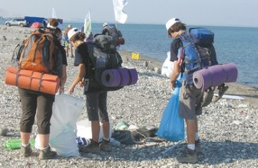 teens hike kinneret_311  (photo credit: (Society for the Protection of Nature)