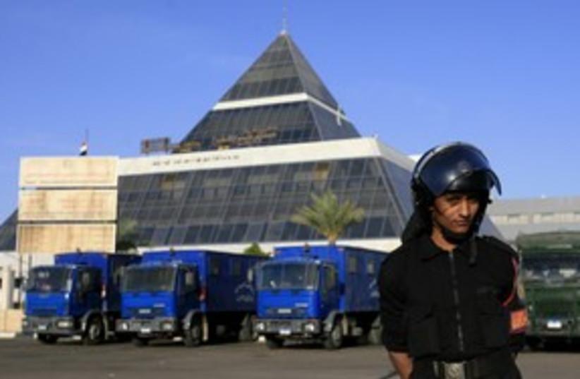 Egyptian guard at Sharm el Sheikh Int'l Hospital_311 (photo credit: Reuters)